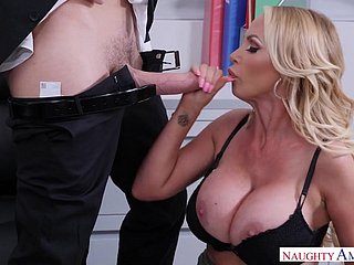 Prexy blonde MILF Nikki Benz takes cumshot in the assignation